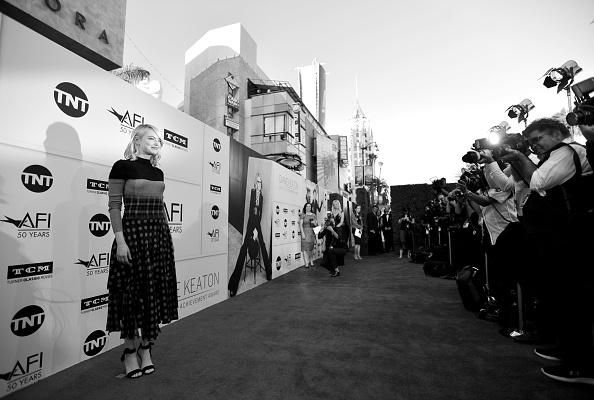 エマ・ストーン「American Film Institute's 45th Life Achievement Award Gala Tribute to Diane Keaton - Red Carpet」:写真・画像(19)[壁紙.com]