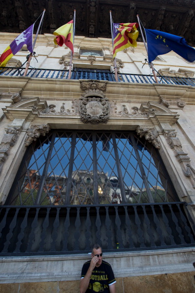 Carlos Alvarez「Spanish Flags Fly At Half-Mast In Palma De Mallorca In Honour Of The Victims Of The Santiago Train Crash」:写真・画像(16)[壁紙.com]