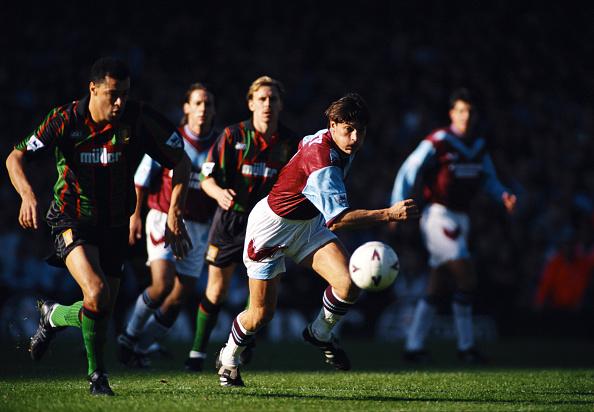 Clive Brunskill「West Ham United v Aston Villa Premier League 1993」:写真・画像(9)[壁紙.com]