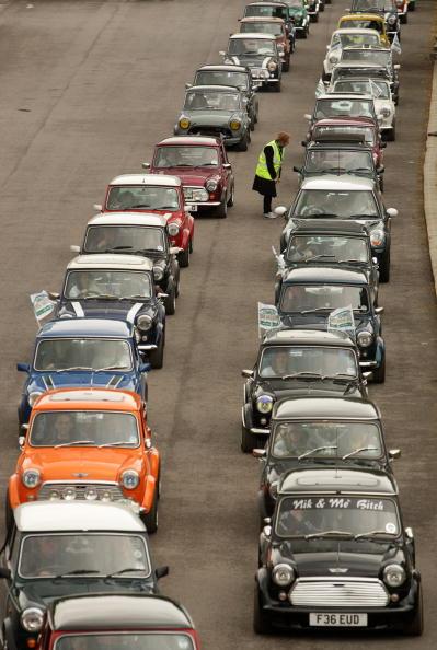 Anniversary「Enthusiasts Participate In Mini's 50th Anniversary London To Brighton Rally」:写真・画像(18)[壁紙.com]