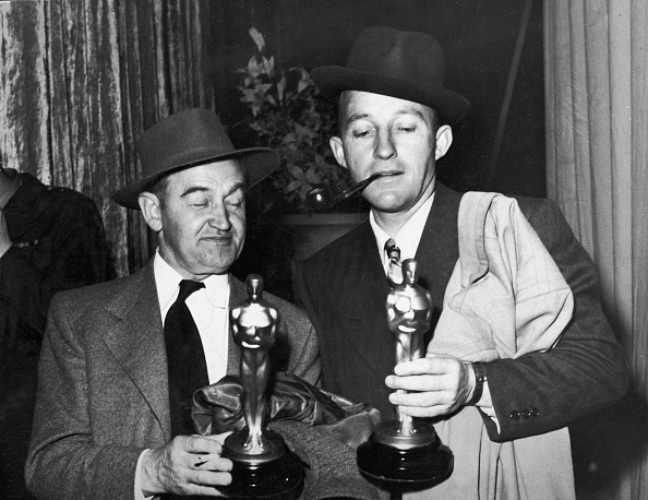 Academy Awards「B. Fitzgerald & B. Crosby Hold Oscars」:写真・画像(8)[壁紙.com]