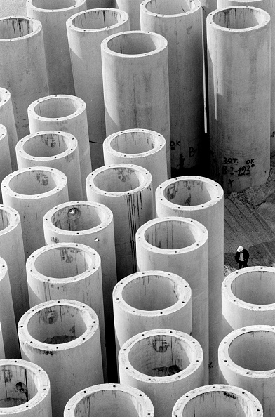 2002「Store of slipcast reinforced concrete sewage outfall pipes. Piraeus, port of Athens, Greece.」:写真・画像(16)[壁紙.com]