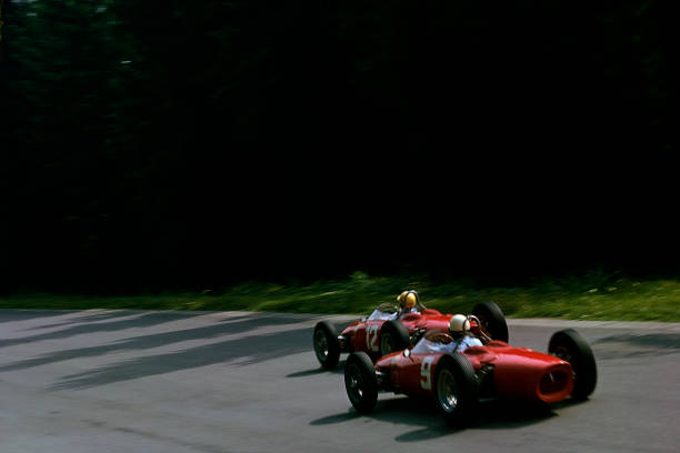 Ferrari「Phil Hill, Ricardo Rodriguez, Grand Prix Of Belgium」:写真・画像(4)[壁紙.com]