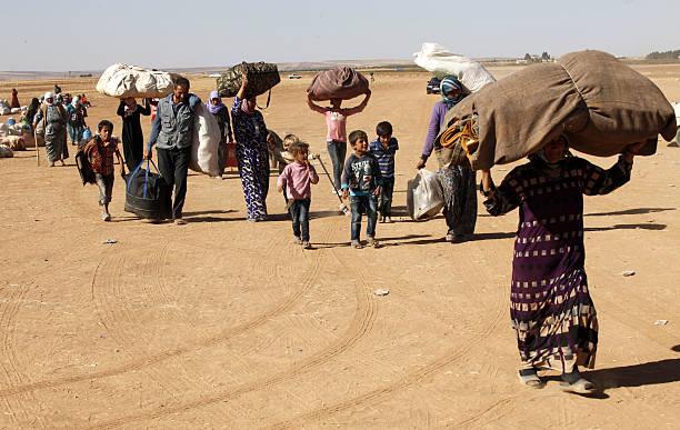 Refugees Flee Kobane As IS Forces Battle Kurdish Resistance:ニュース(壁紙.com)