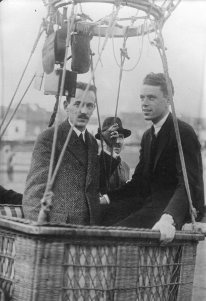 Atmosphere「The Assistant To The Stratosphere Airman Auguste Piccard: Dr. Cosyns And Dr. De Bruyne During A Test Flight. About 1930. Photograph.」:写真・画像(17)[壁紙.com]