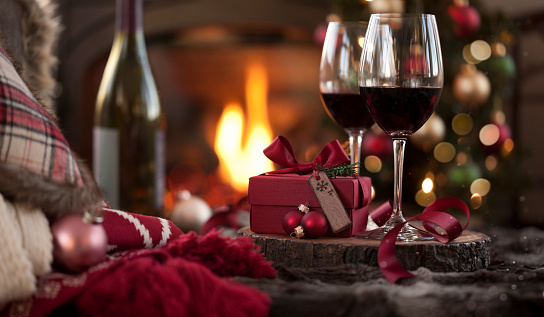 Wine Bottle「Christmas Red Wine in Front of the Fireplace and Christmas Tree with Gifts」:スマホ壁紙(15)