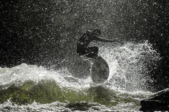 Philipp Guelland「Wintertime surfing in Munich」:写真・画像(3)[壁紙.com]