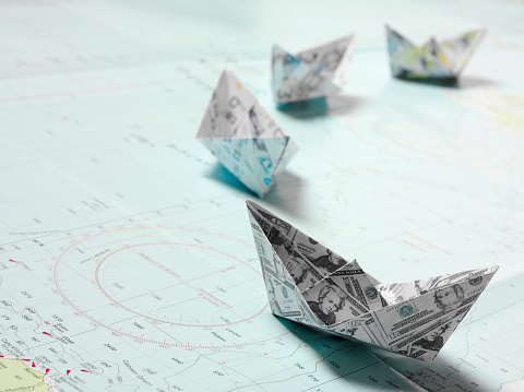 Origami「Line of Origami Boats in Currency」:スマホ壁紙(17)