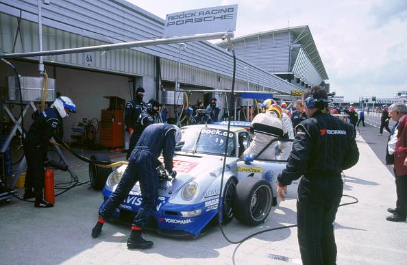 Journey「1999 Porsche 911 GT2 in pits.FIA GT Silverstone 500」:写真・画像(10)[壁紙.com]
