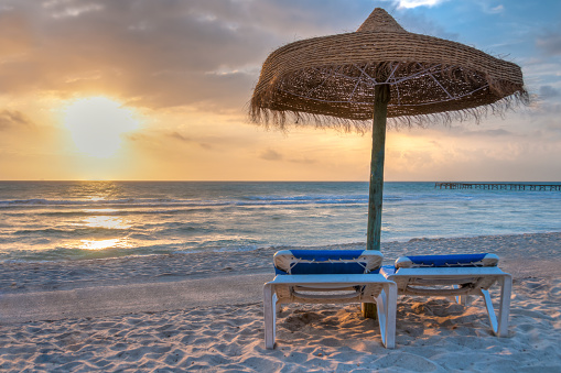 Majorca「Windy morning at the beach」:スマホ壁紙(17)