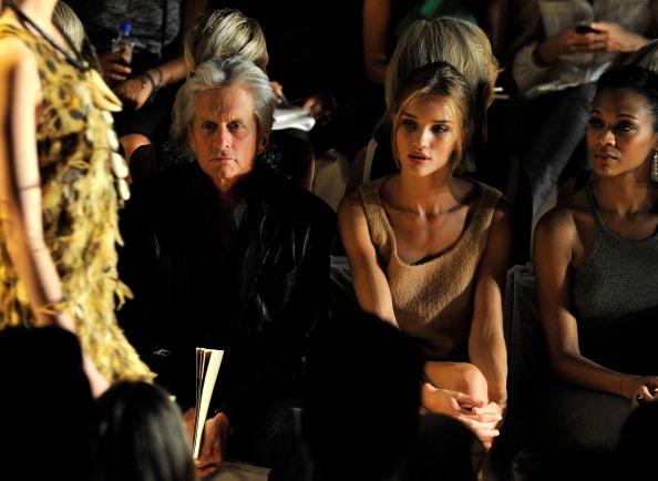 Rosie Huntington-Whiteley「Michael Kors - Front Row - Spring 2012 Mercedes-Benz Fashion Week」:写真・画像(11)[壁紙.com]