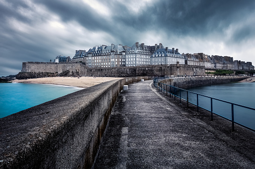 Brittany - France「Pier and cityscape, Saint Malo, Brittany, France」:スマホ壁紙(7)