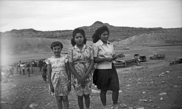 Navajo Culture「Navajo Women With Girl」:写真・画像(19)[壁紙.com]