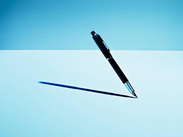 Fountain pen casting shadow:スマホ壁紙(壁紙.com)