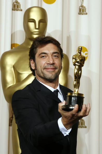 Holding「80th Annual Academy Awards - Press Room」:写真・画像(13)[壁紙.com]