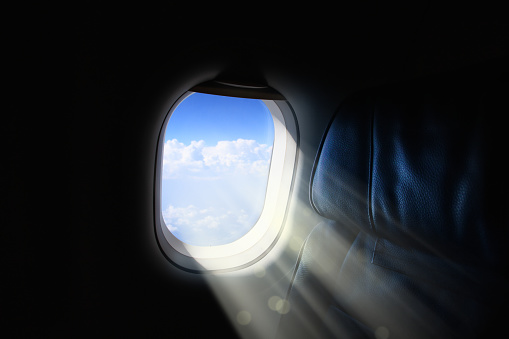 Window Frame「Close up commercial airplane window with beam of light」:スマホ壁紙(7)