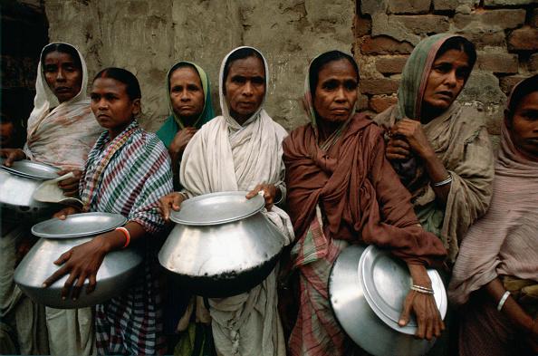 Shy「Food Queue, Mother Teresa's Mission, Calcutta, India」:写真・画像(16)[壁紙.com]
