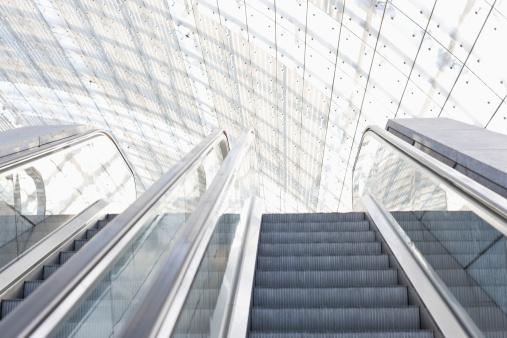 Escalator「Germany, Leipzig, Empty escalator」:スマホ壁紙(7)