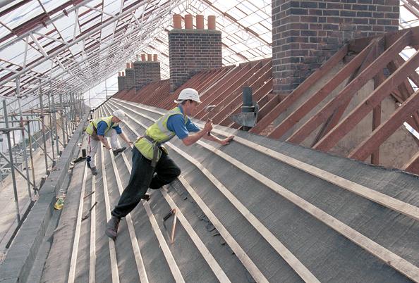 2002「Roof Slating Nailing battens on a roof」:写真・画像(18)[壁紙.com]