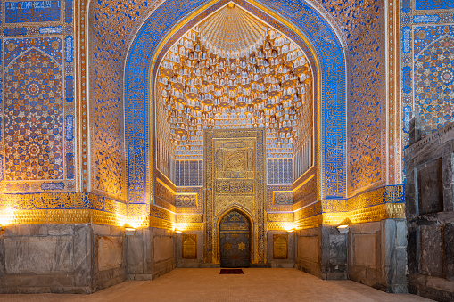 Iranian Culture「Grand mosque in Tilya-Kori Madrasah in Registan - Timurid-style central square of ancient Samarkand surrounded by 3 madrassas, Uzbekistan, 2019」:スマホ壁紙(4)