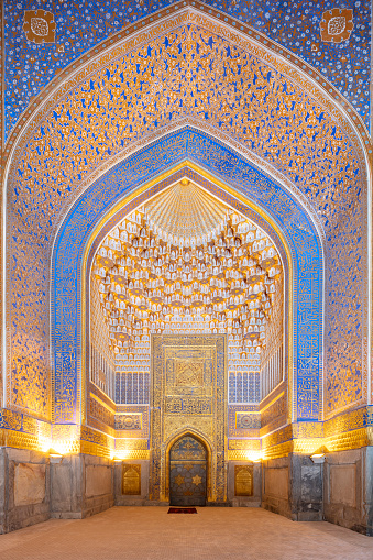 Iranian Culture「Grand mosque in Tilya-Kori Madrasah in Registan - Timurid-style central square of ancient Samarkand surrounded by 3 madrassas, Uzbekistan, 2019」:スマホ壁紙(3)