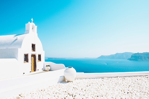 Santorini「Greece, Santorini, Oia, Byzantine Orthodox church over the sea」:スマホ壁紙(7)