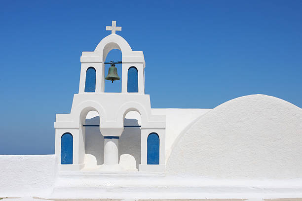 Greece, Santorini, Whitewashed traditionally Greek bell tower and cross in Oia:スマホ壁紙(壁紙.com)