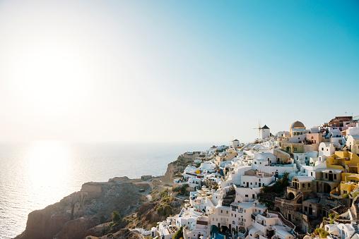 Aegean Sea「Greece, Santorini, Oia, view to the village at evening twilight」:スマホ壁紙(14)