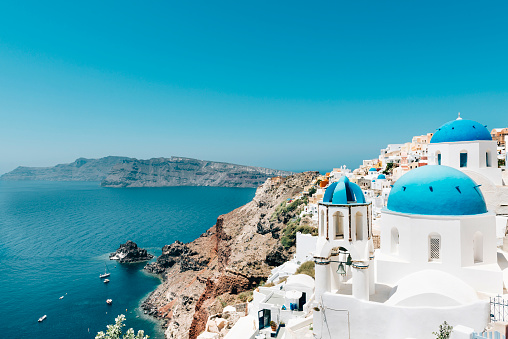 Mediterranean Sea「Greece, Santorini, Oia, view to caldera and Greek Orthodox Church」:スマホ壁紙(8)