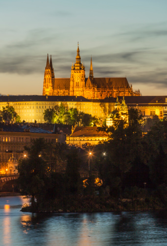 St Vitus's Cathedral「The Castle and St Vitus Cathedral at dusk」:スマホ壁紙(1)