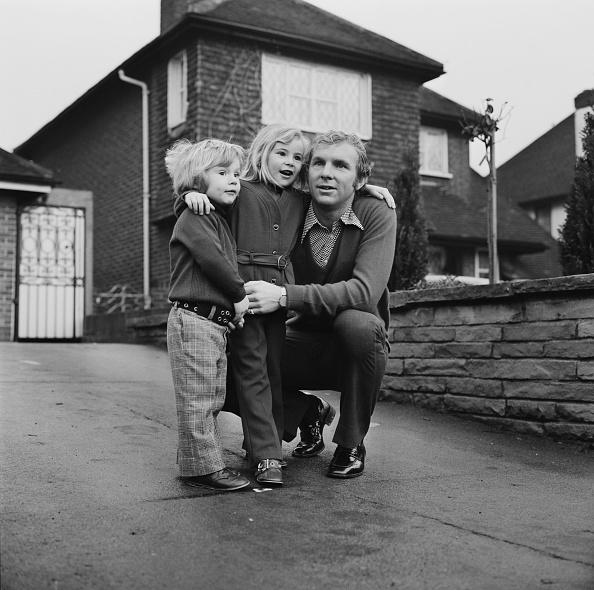 スタディオ・ジュゼッペ・メアッツァ「Booby Moore with his children」:写真・画像(13)[壁紙.com]