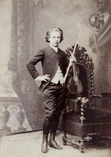 楽器「Young Winner Of A Violinists Competition At The Paris Conservatory. 1883. Photograph By Pierre Petit / Paris. Photograph.」:写真・画像(16)[壁紙.com]