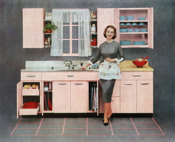 1950-1959「Housewife In Pink Kitchen」:写真・画像(1)[壁紙.com]