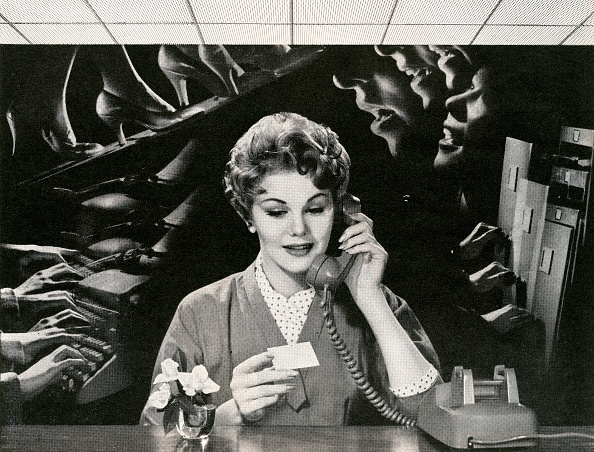 Working「Woman On Phone In Noisy Office」:写真・画像(16)[壁紙.com]