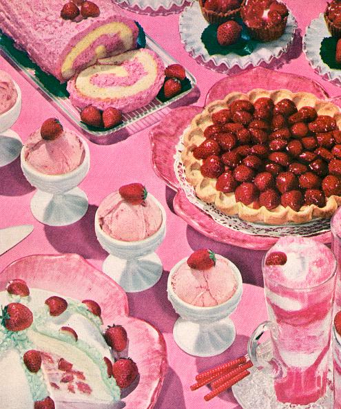 Dessert「Variety Of Strawberry Desserts」:写真・画像(4)[壁紙.com]