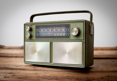 Gear「Vintage Green Portable Radio Sitting on Wood Table」:スマホ壁紙(12)