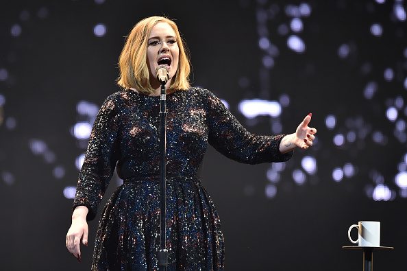 Singing「Adele Performs At The SSE Arena Belfast」:写真・画像(9)[壁紙.com]