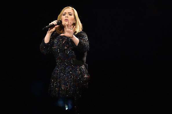 Singing「Adele Performs At The Genting Arena」:写真・画像(18)[壁紙.com]