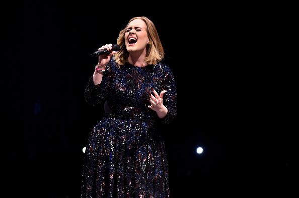Singing「Adele Performs At The SSE Hydro」:写真・画像(16)[壁紙.com]