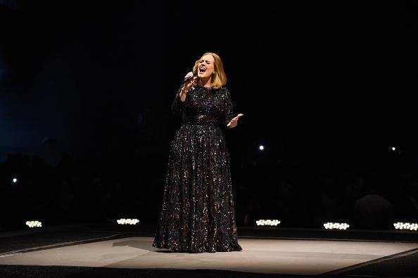 歌う「Adele Performs At The SSE Hydro」:写真・画像(8)[壁紙.com]