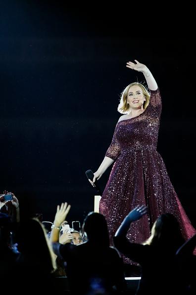 歌手 アデル「Adele Live 2017 - Brisbane」:写真・画像(8)[壁紙.com]