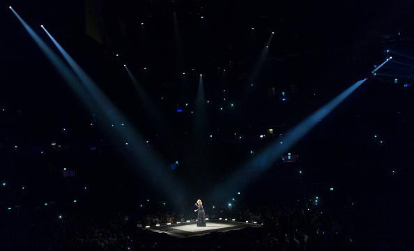 コンサート「Adele Performs At The Ziggo Dome, Amsterdam」:写真・画像(10)[壁紙.com]