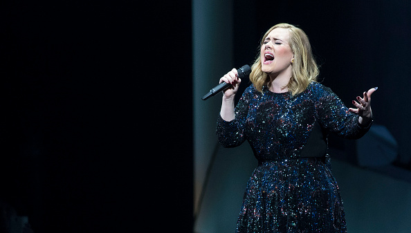 歌手 アデル「Adele Performs At The Ziggo Dome, Amsterdam」:写真・画像(14)[壁紙.com]