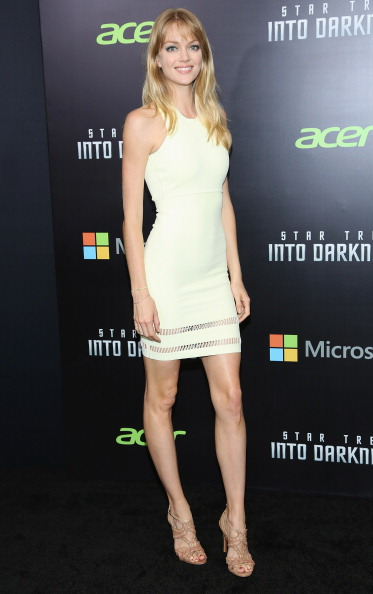 "Yellow Dress「""Star Trek Into Darkness"" New York Special Screening - Inside Arrivals」:写真・画像(9)[壁紙.com]"