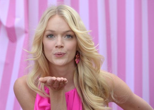 ピンク色の口紅「Victoria's Secret Summer 2012 What Is Sexy? Launch With Doutzen Kroes, Erin Heatherton And Lindsay Ellingson」:写真・画像(18)[壁紙.com]