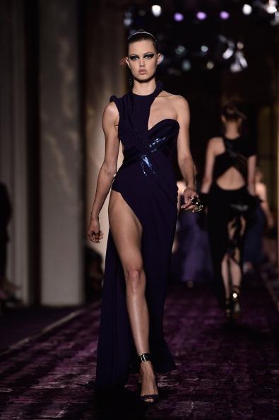 Purple Shoe「Versace : Runway - Paris Fashion Week : Haute-Couture Fall/Winter 2014-2015」:写真・画像(1)[壁紙.com]