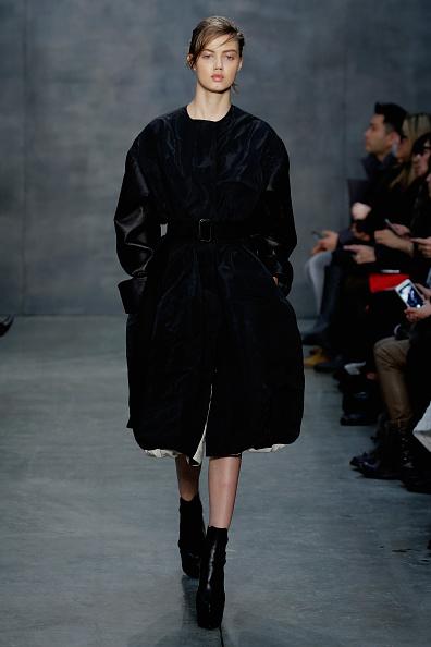 Black Coat「Vera Wang Collection - Runway - Mercedes-Benz Fashion Week Fall 2015」:写真・画像(9)[壁紙.com]