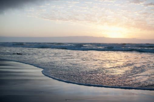 雲「水平海の上での日光浴」:スマホ壁紙(2)