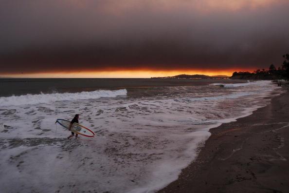 David McNew「Early Season Wildfire Threatens Santa Barbara」:写真・画像(11)[壁紙.com]