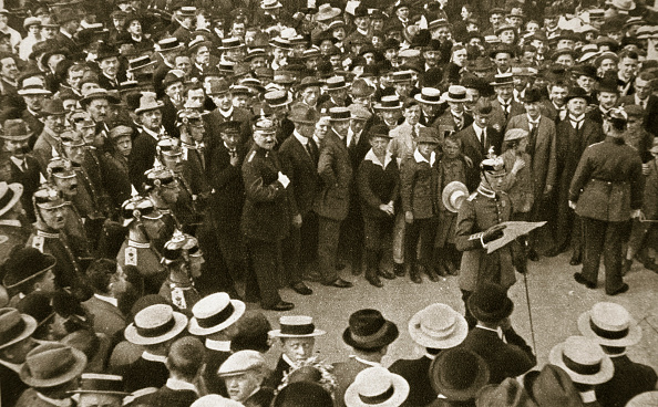 Patriotism「The Kaiser's Proclamation Of War Being Read Out Berlin Germany 4 August 1914」:写真・画像(17)[壁紙.com]